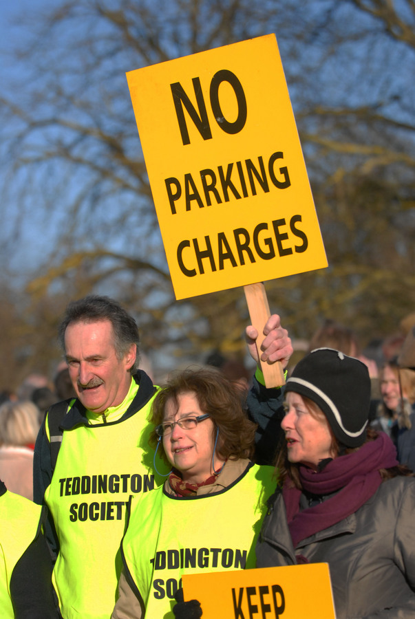 Hundreds gather for Richmond Park rally