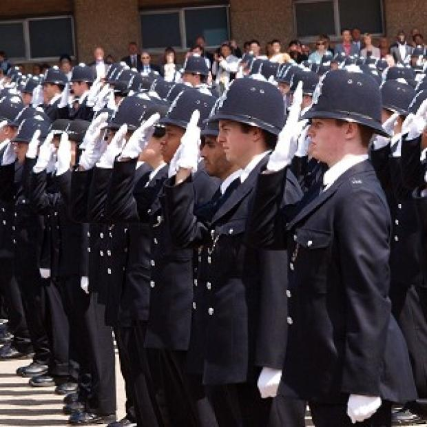 A proposal to reduce the starting salary for police constables by 4,000 pounds to 19,000 pounds has been accepted
