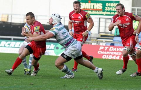 Caught in the middle: Tyson Keats (left) played in 10 Aviva Premiership matches as an ineligible player        Picture: Martin John