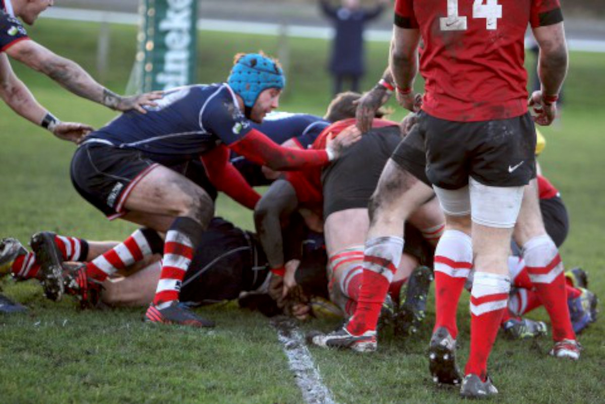 In there somewhere: A hidden Tom Howe goes over for Rosslyn Park