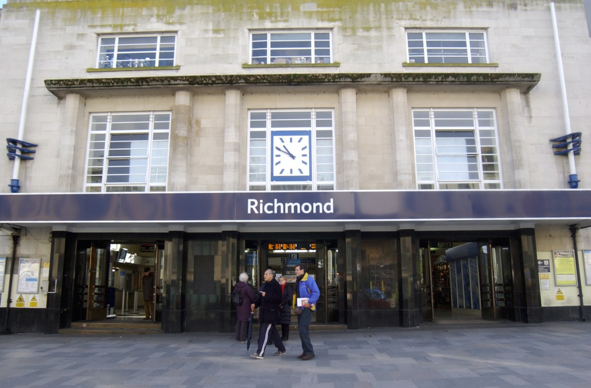 Richmond station: Annoying commuters