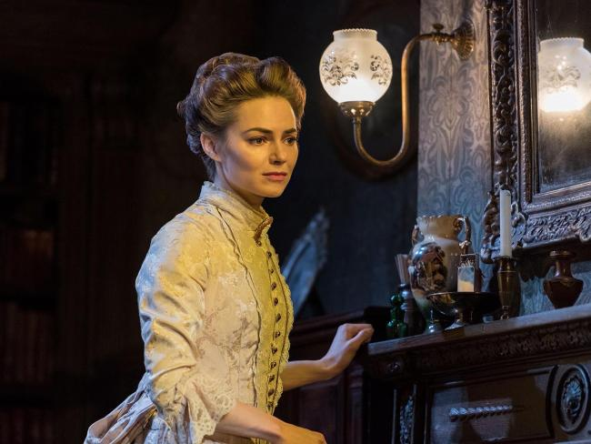 Kara Tointon plays Bella Manningham in Gaslight at Richmond Theatre