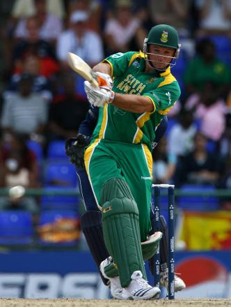 Out: Graeme Smith has returned to South Africa for treatment on his season-ending fractured knee
