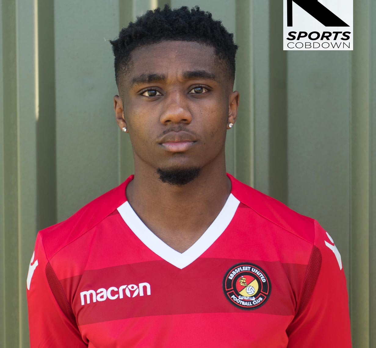 Sutton United manager Paul Doswell has secured the services of Ebbsfleet striker Darren McQueen